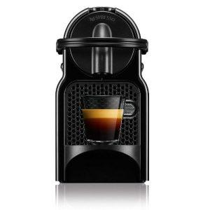 Ocupă foarte puțin spațiu, este compact si ușor, aparatul de cafea Nespresso Inissia se adaptează perfect oricărui tip de mobilier.